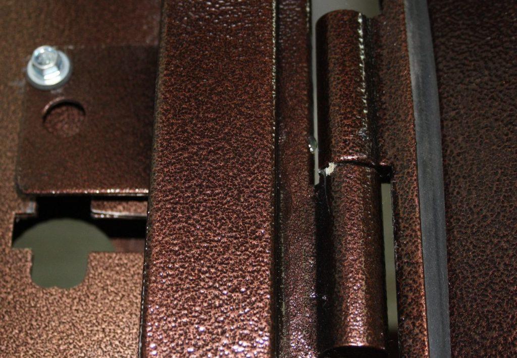 Износились петли на металлической двери