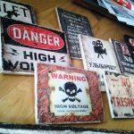 Стильные и креативные таблички-надписи для стен