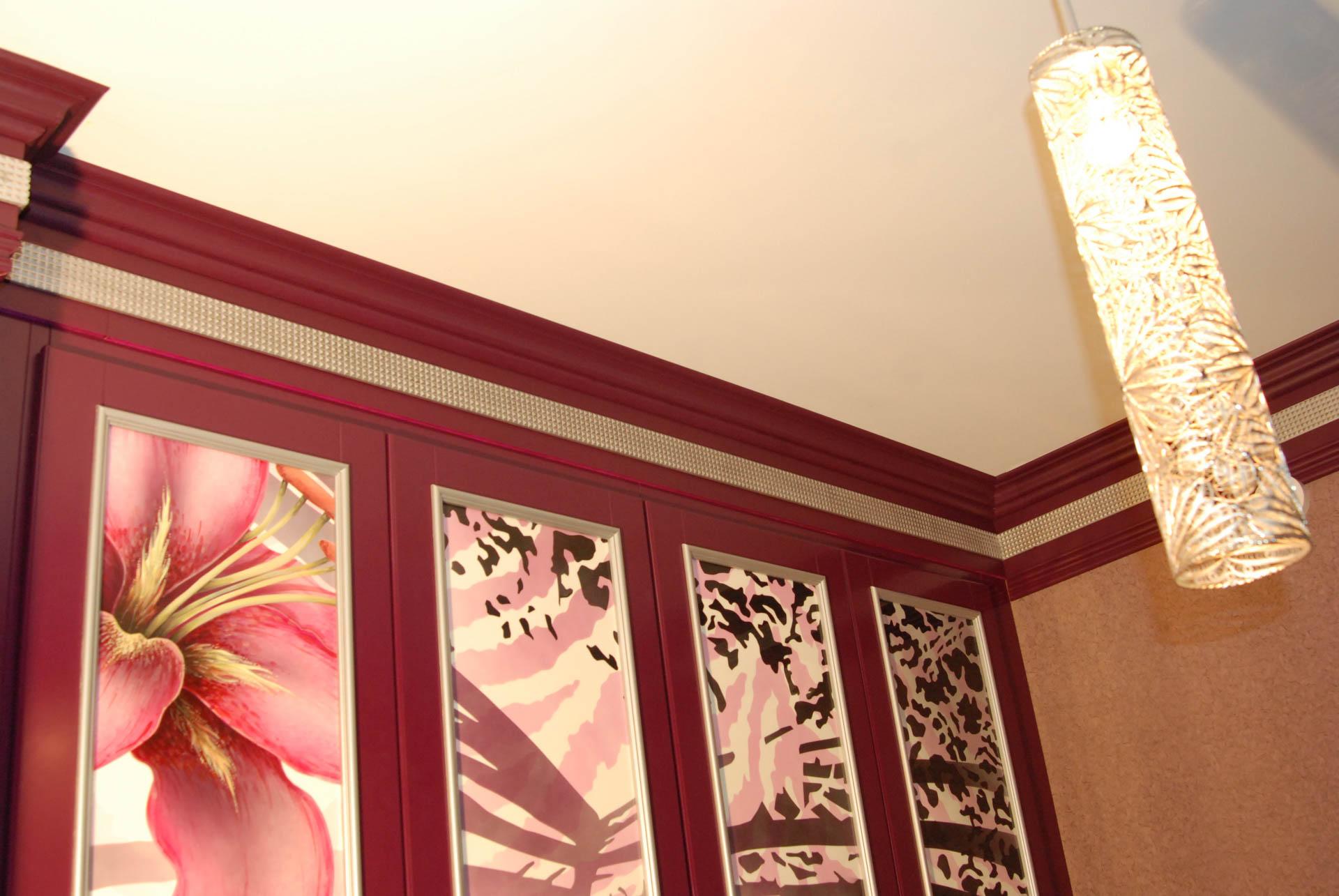 Как выбрать цвет потолочного плинтуса?