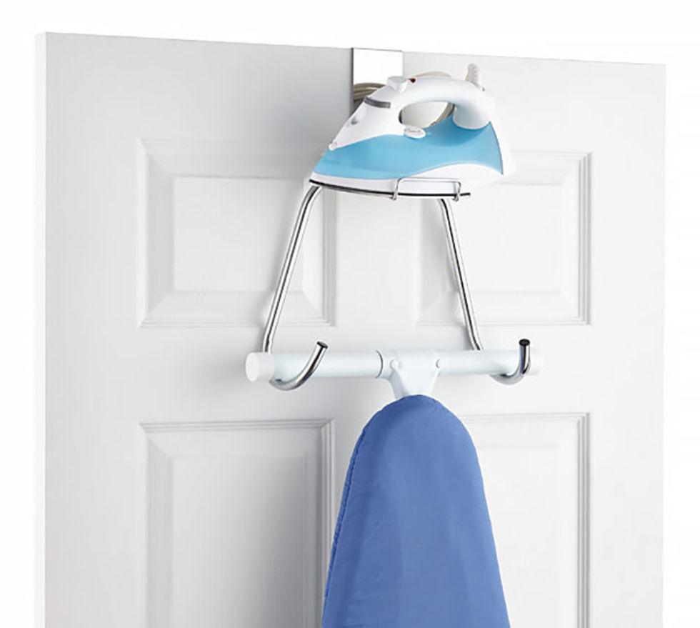 Как незаметно вписать гладильную доску в интерьер комнаты?