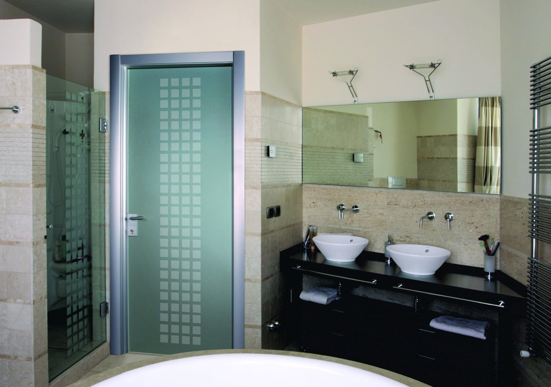 Выбор стеклянной двери в ванную: как сохранить интим?