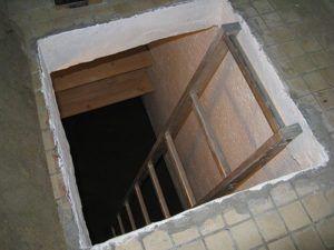 Устройство погреба под лоджией и балконом на первом этаже
