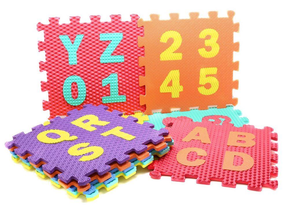 Развивающий ковер-пазл с цифрами и буквами