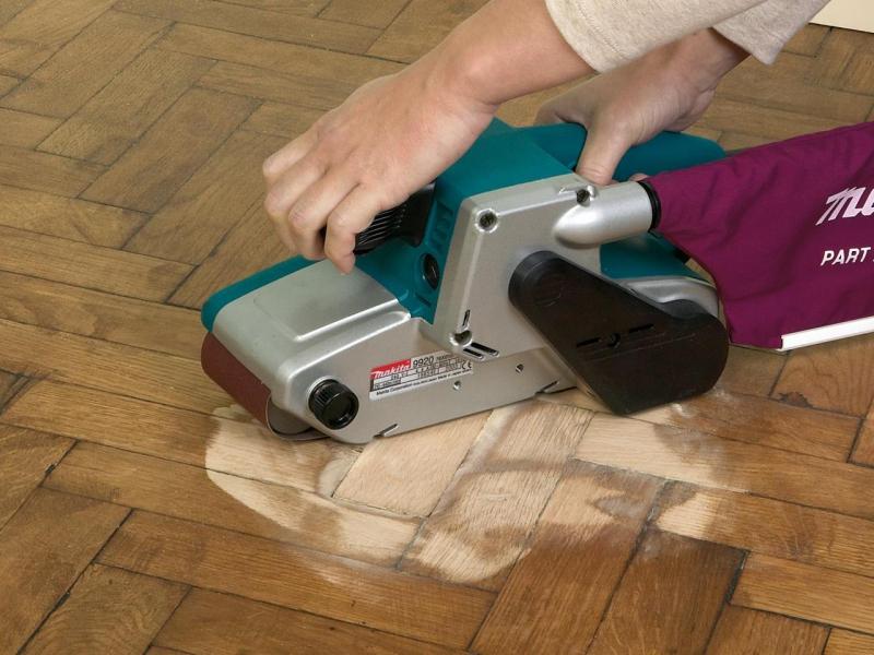 Циклевка пола своими руками: циклевание деревянного крашеного, такое видео для дощатого, инструмент старый