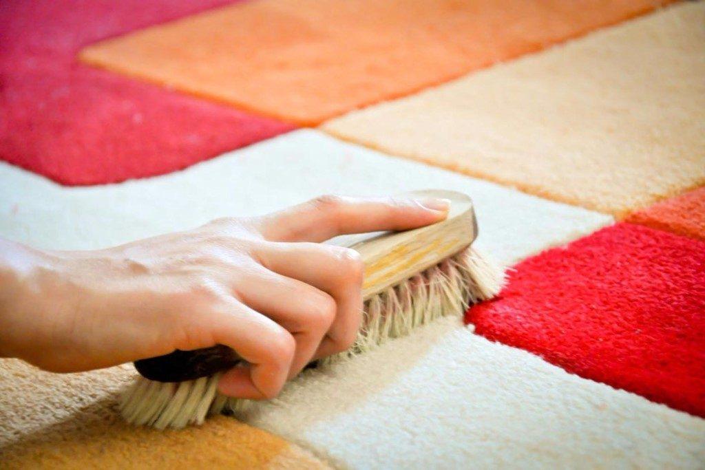 Как собрать волосы и шерсть с ковра