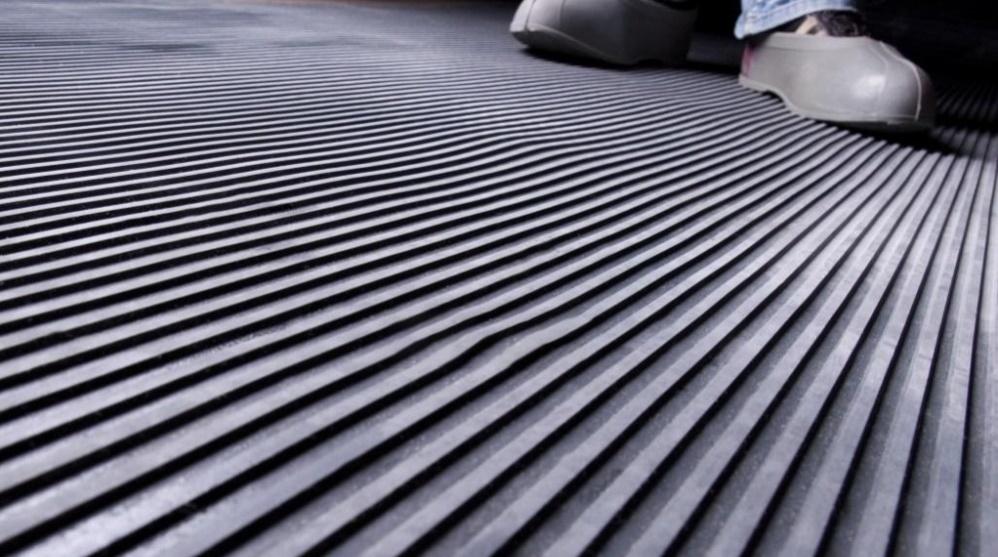 Входные коврики на резиновой основе: особенности и преимущества использования