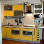 Какую технику можно размещать в верхних ярусах кухни?