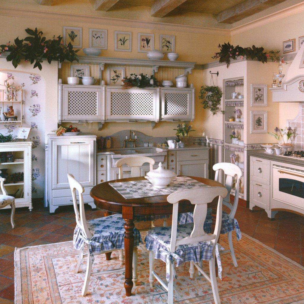 Ковер в интерьере кухни деревенского стиля