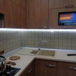Идеи размещения телевизора на кухне