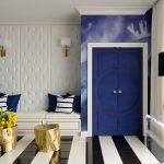 Как вписать двери ярких расцветок в интерьер комнаты?