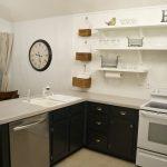 Как обойтись без навесных шкафов на кухне?