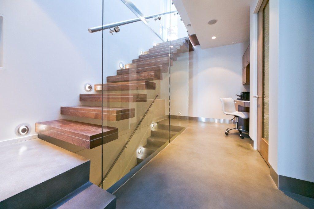 Точечное освещение лестницы