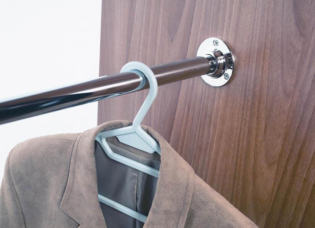 Стационарная штанга в гардеробной
