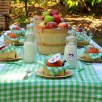 Как бюджетно декорировать стол для летней вечеринки с друзьями?