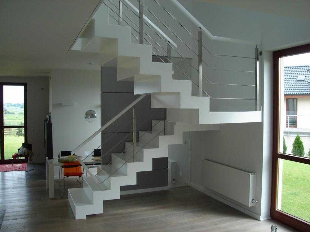 Маршевая бетонная лестница на второй этаж