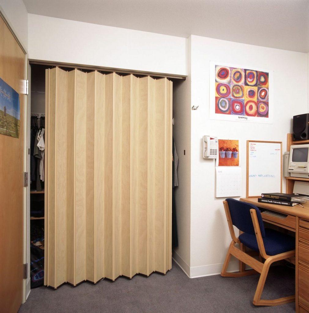 Дверь-гармошка в гардеробную
