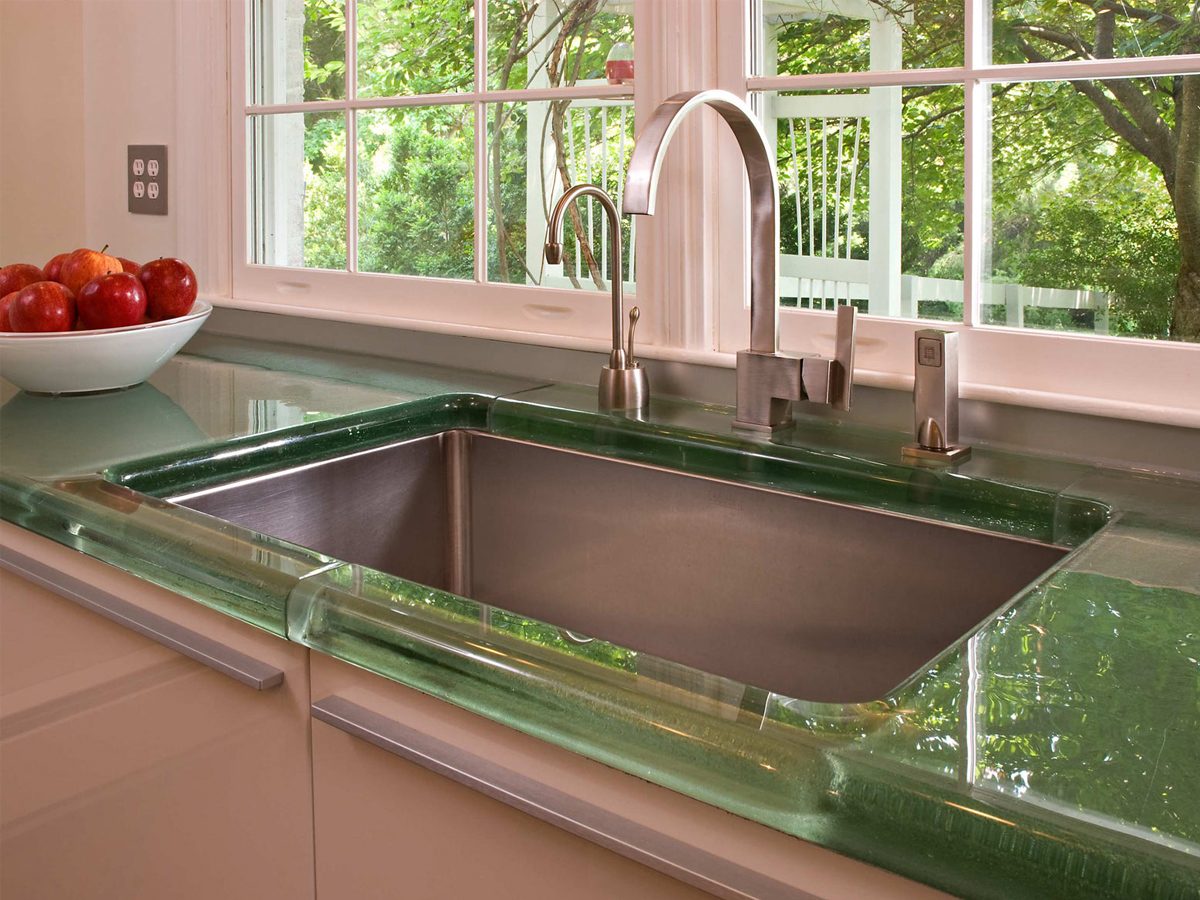 Как функционально использовать подоконник на маленькой кухне?