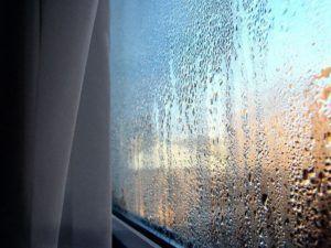 Что делать, если потеют окна на балконе