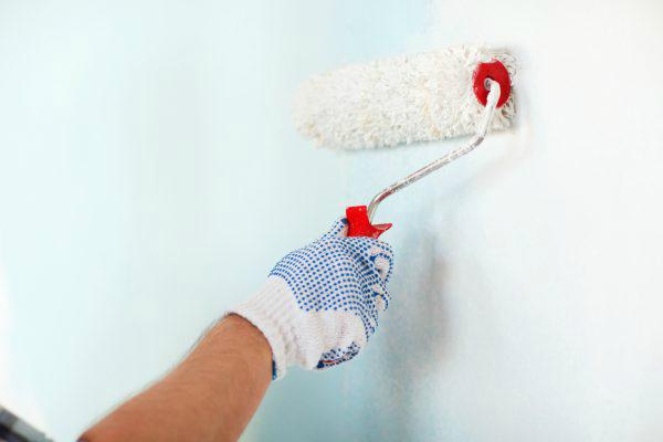 Как покрасить обои водоэмульсионной краской: поэтапный процесс