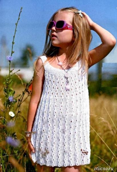 белое вязаное платье спицами для девочки с описанием и фото