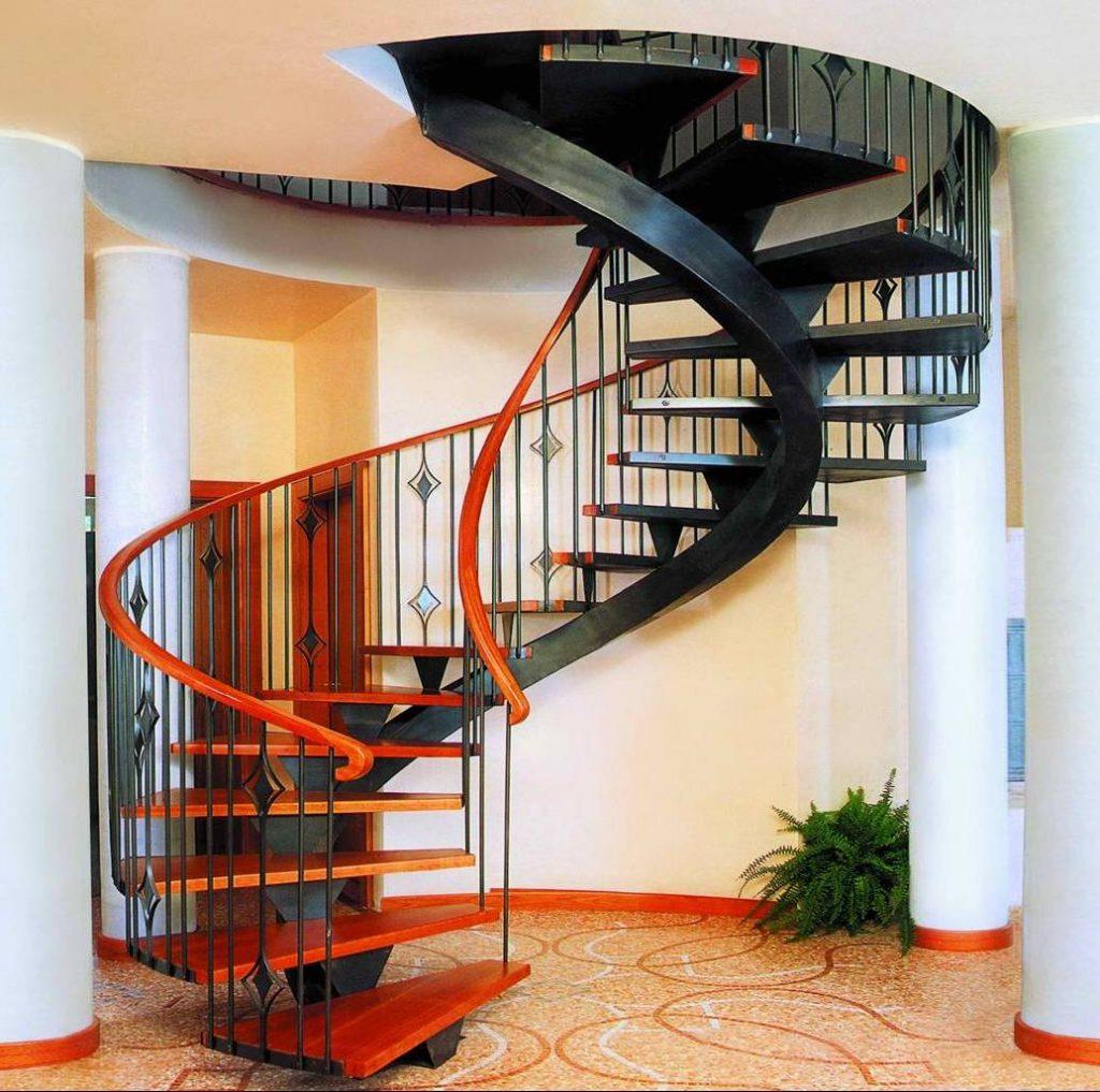 Винтовая лестница из металла на второй этаж