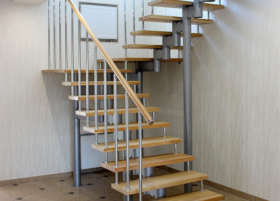 Лестница на 180 градусов на больцах