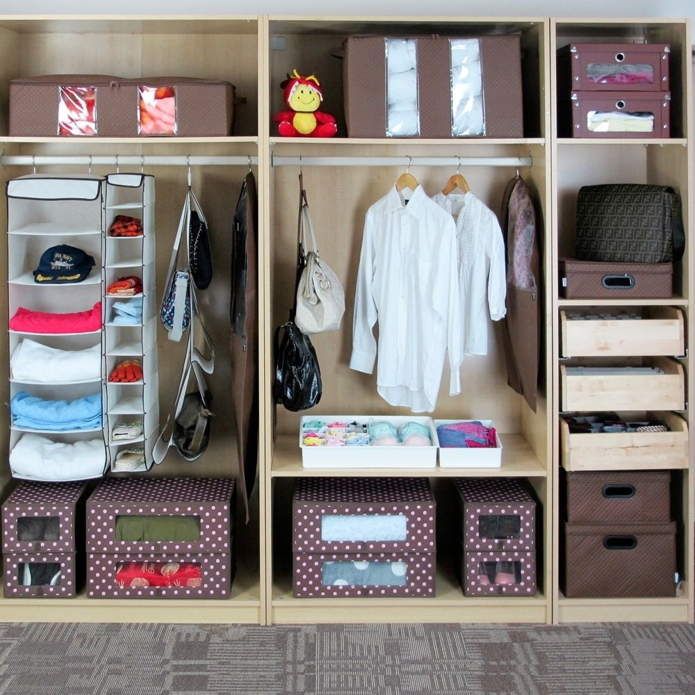 Коробки для хранения вещей в гардеробной