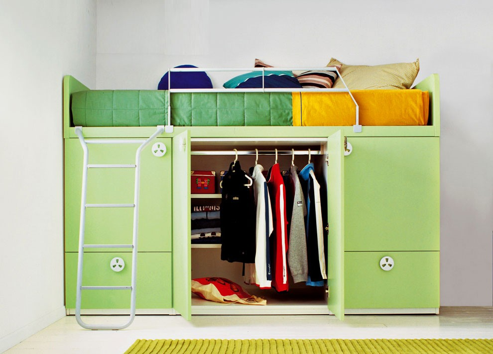 Кровать-чердак с гардеробной внизу для детской