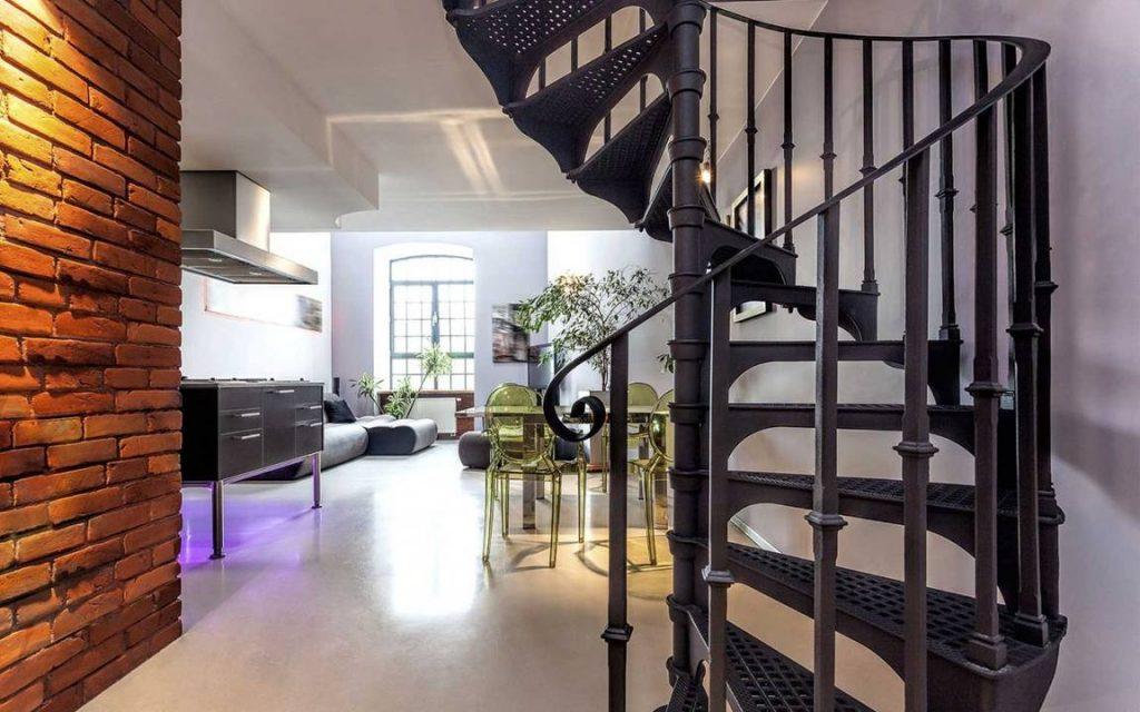 Чугунная винтовая лестница на второй этаж