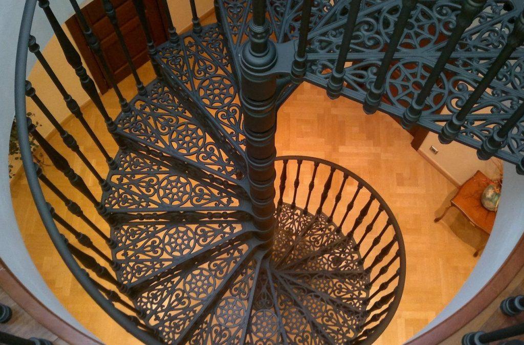 Винтовая модель лестницы из чугуна