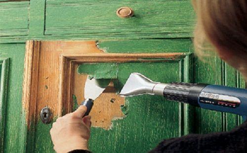 Как быстро снять старую краску с деревянной двери
