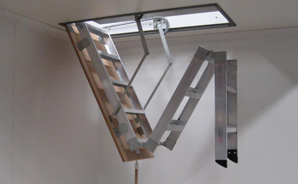 Складная алюминиевая лестница на чердак