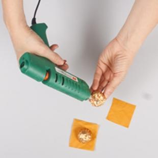 Бутылка шампанского, украшенная конфетами: мастер-класс с фото и видео