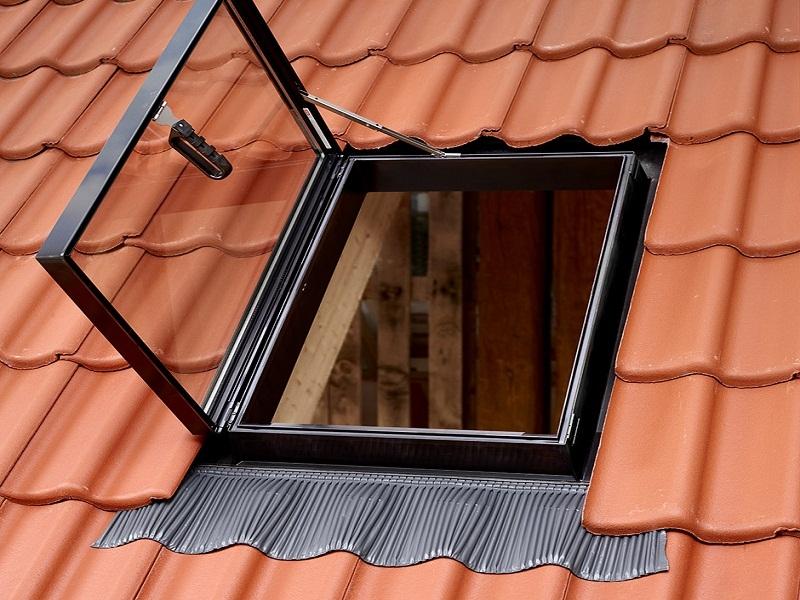 Мансардный люк для выхода на крышу