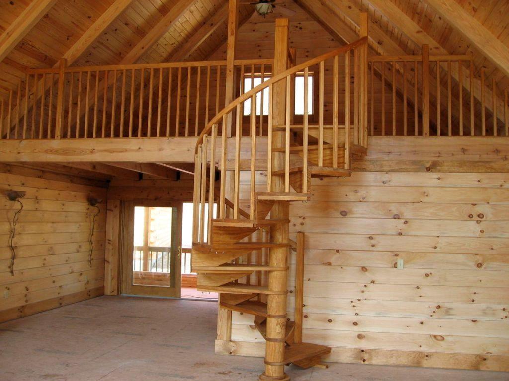 Деревянная лестница винтовая на мансарду
