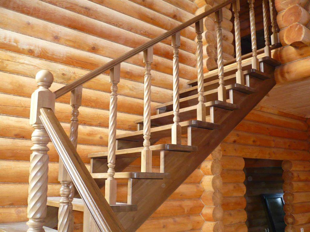 Лестница из дерева на дачу