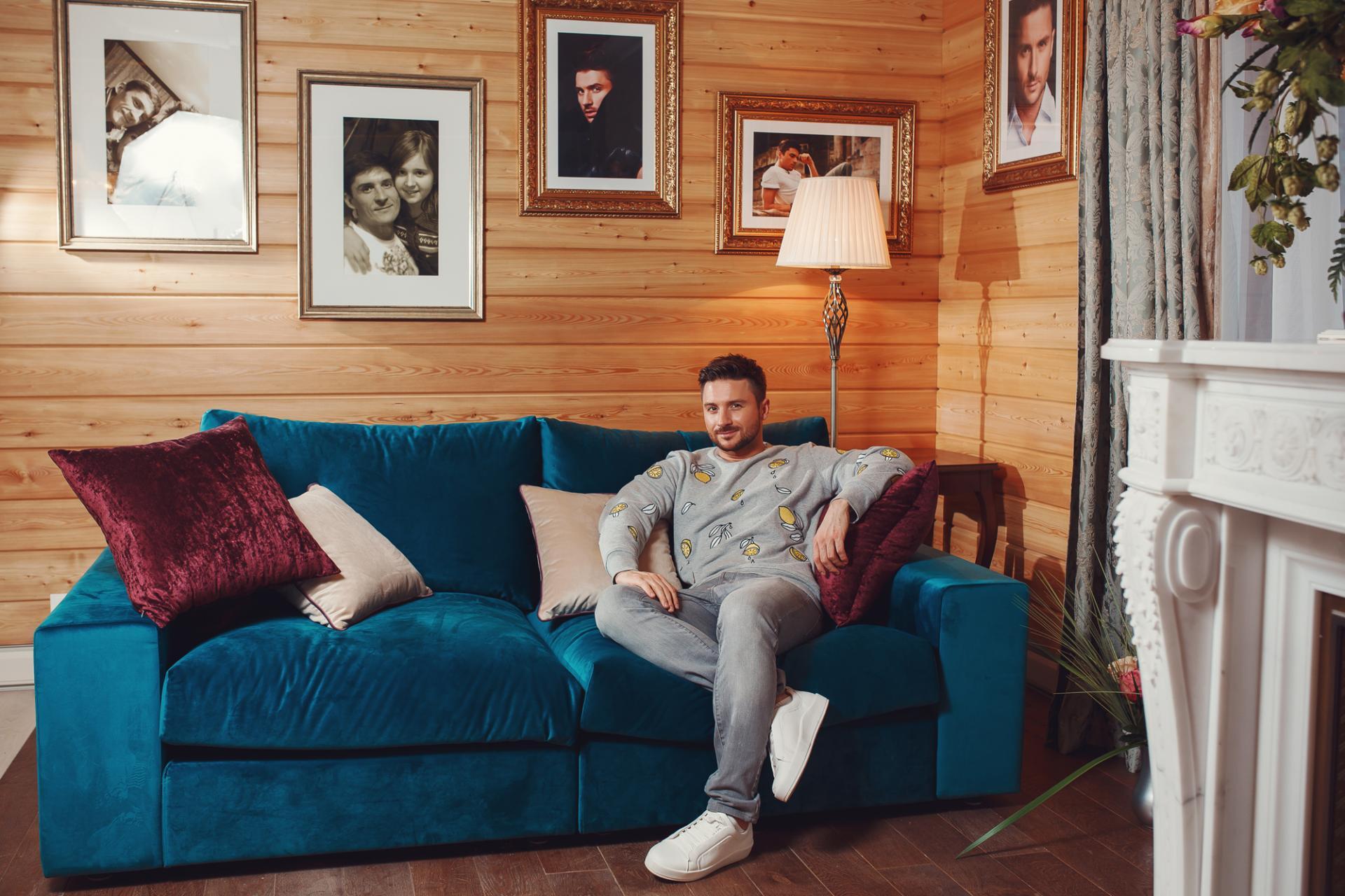 Скромные апартаменты: обзор московской квартиры Сергея Лазарева