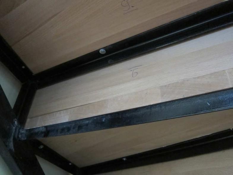 Монтаж ступеней на металлический каркас с тыльной стороны