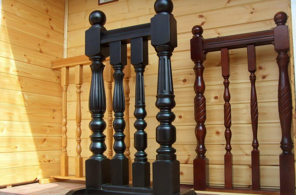 Варианты деревянных перил для лестницы