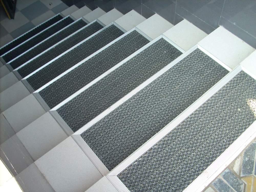 Противоскользящие коврики для лестницы