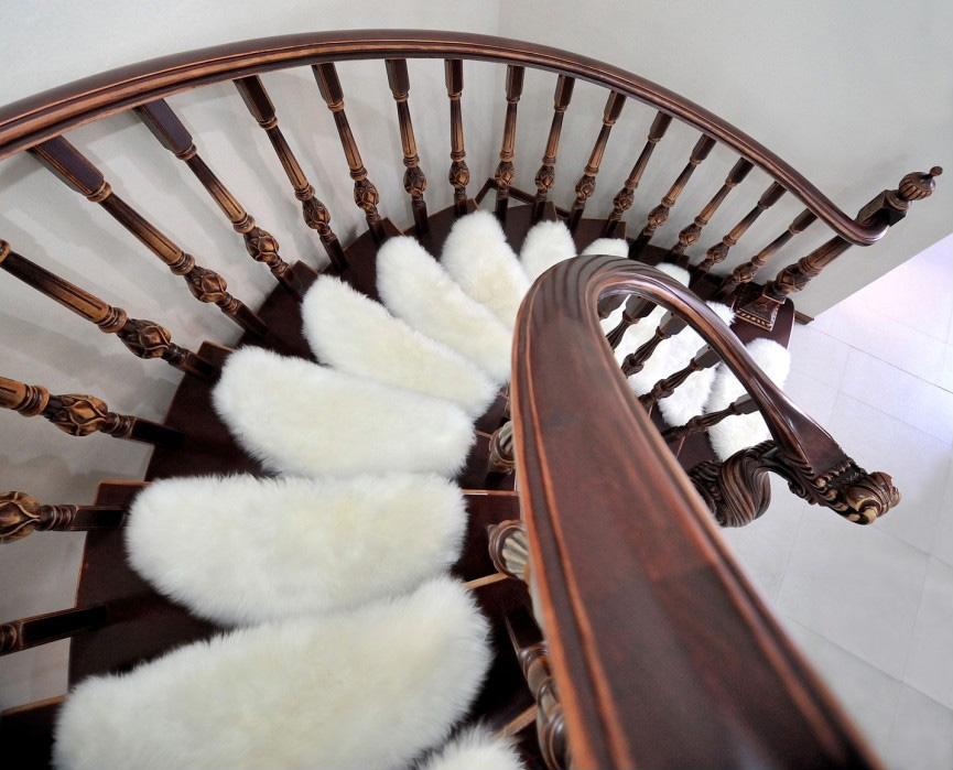 Мягкие коврики на ступени лестницы