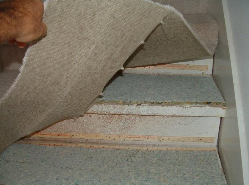 Фиксация ковролина на ступенях при помощи планок