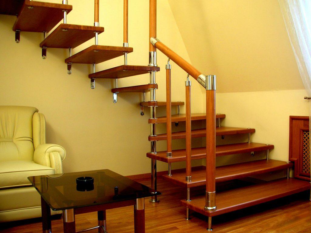 Лестница на больцах для дачи
