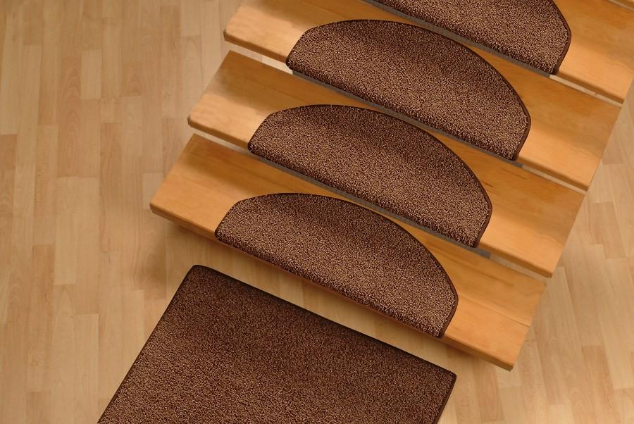Ковровые накладки для ступеней лестницы