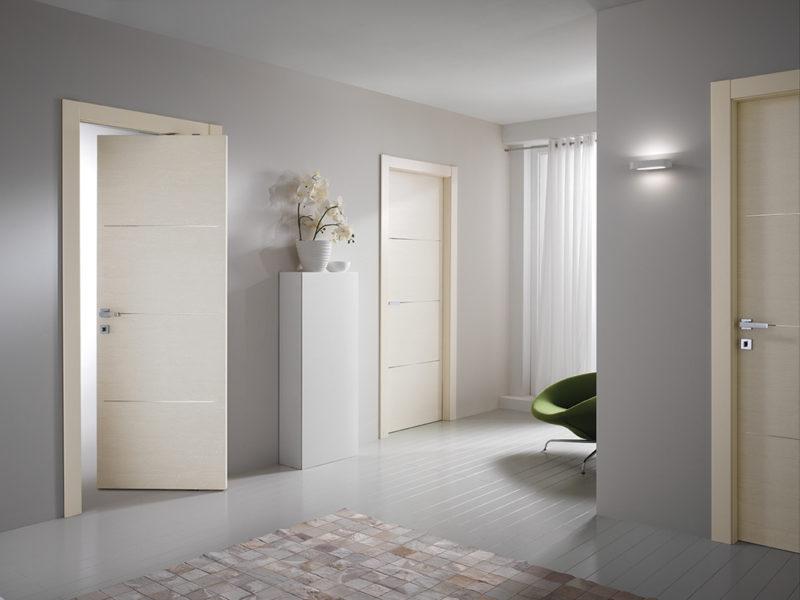 Качающиеся межкомнатные двери в интерьере