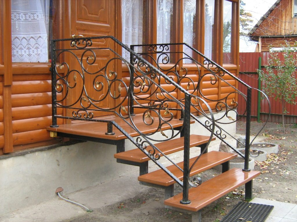 Уличная лестница на крыльцо