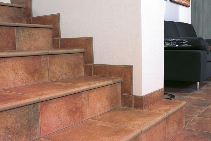 Отделка лестницы кафельной плиткой
