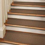 Накладки для ступеней лестницы: критерии выбора и способы укладки ковролина