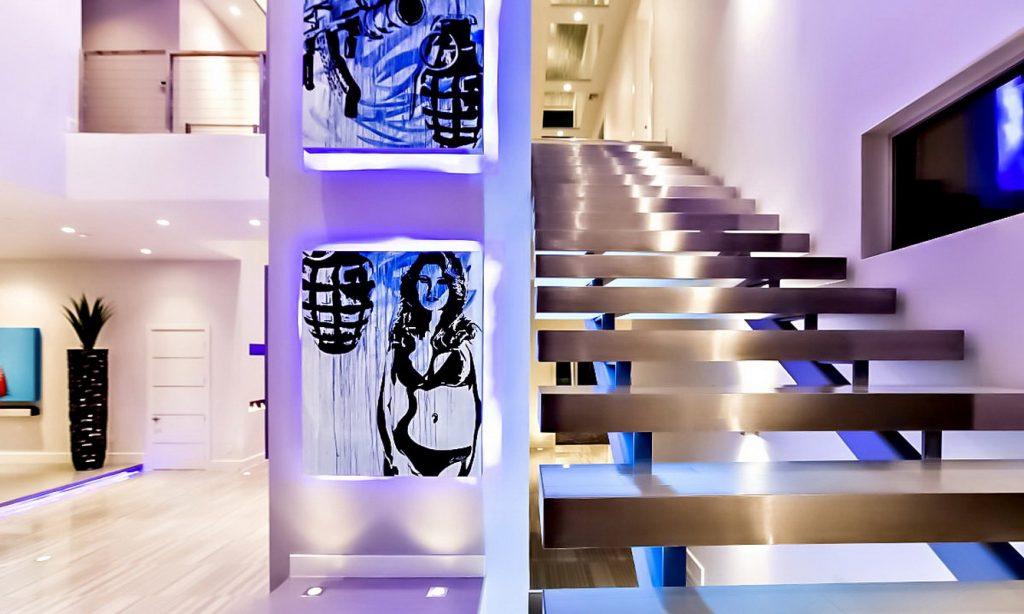 Освещение металлической лестницы