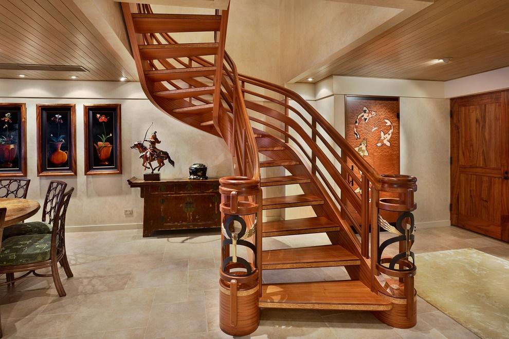 Красивая лестница из древесины